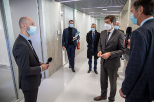 Le Dr Frédéric PRATE présente au Président du Département des Alpes-Maritimes les projets de bio-impression