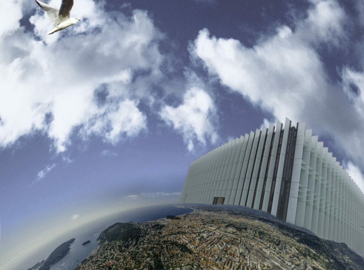 Montage: vue aérienne sphérique de Nice avec le ciel bleu partiellement nuageux, le bâtiment de l'IMREDD à l'horizon et une mouette en plein vol
